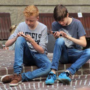 a_quel_age_offrir_un_telephone_portable_a_son_enfants